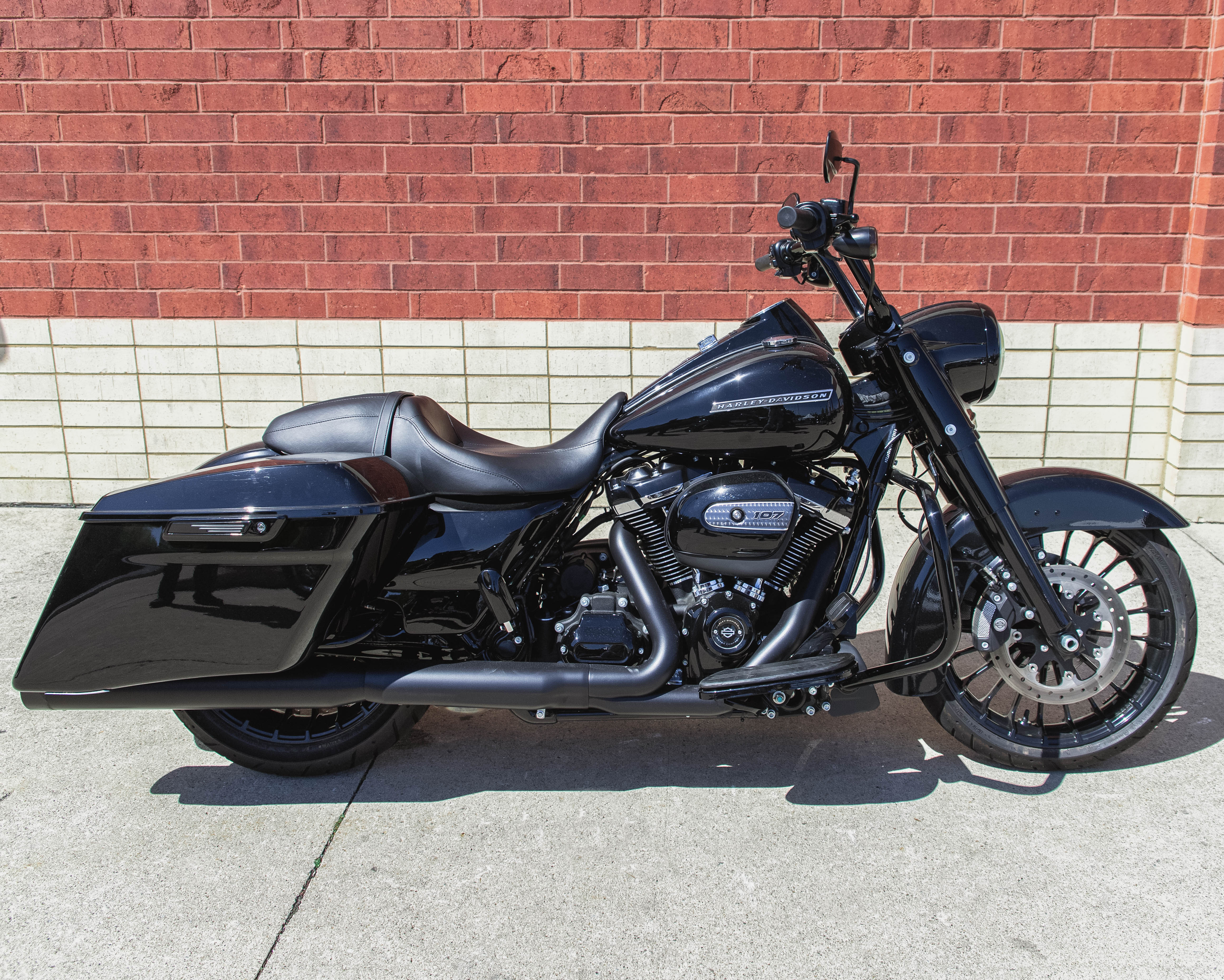 Excellent Pre Owned 2018 Harley Davidson Touring Road King Special Flhrxs Alphanode Cool Chair Designs And Ideas Alphanodeonline